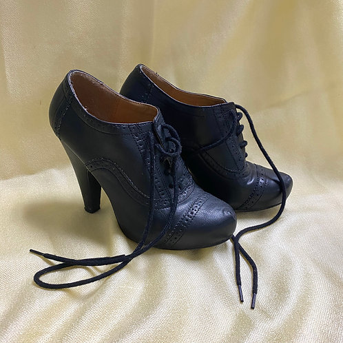 Qupid Black, Lace-up Booties with Broguing Detail (6)