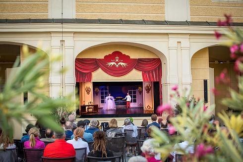 Sommerbühne open air schloss schönbrunn