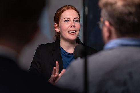Laura Hermann Moderatorin.jpg
