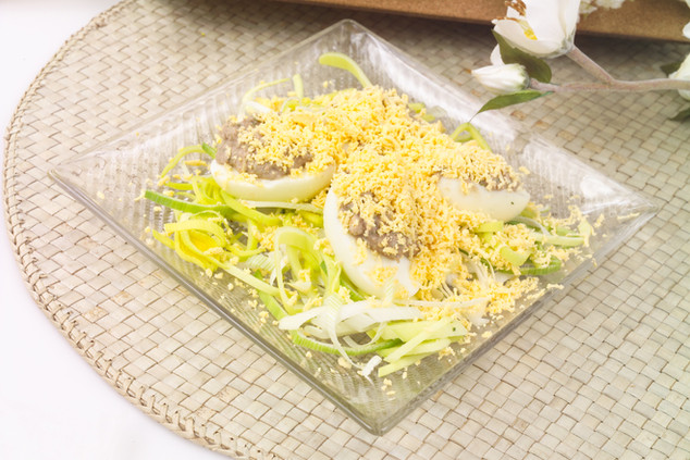 Яйца фаршированные рыбным паштетом