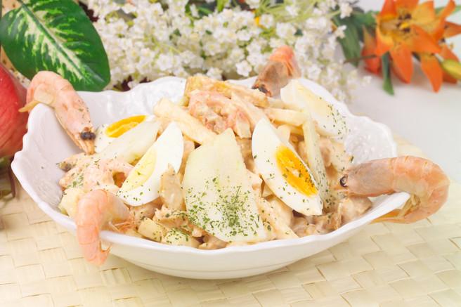 Салат из креветок и  курицы