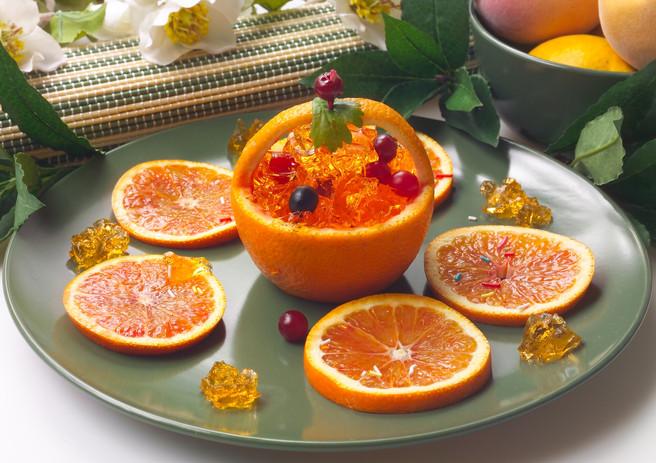 Апельсины с ягодами в желе