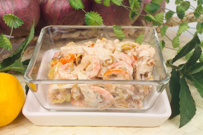 Салат из курицы с креветками