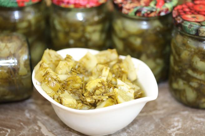 Салат из огурцов консервированный