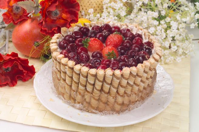Торт из вафельных трубочек