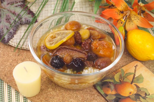 Суп из сухофруктов с лимоном