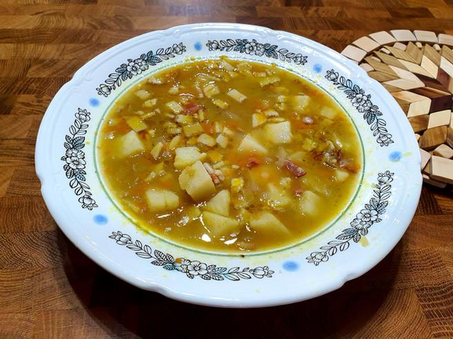 Суп с колотым горохом и копчёностями