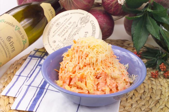 Салат морковный с сыром и чесноком
