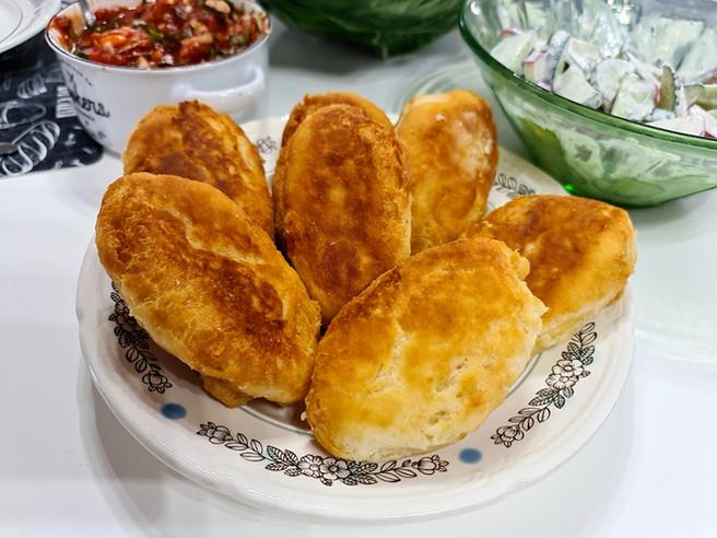 Творожные пирожки с сыром