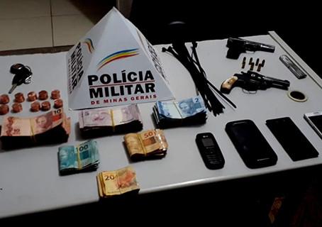 Polícia Militar prende 5 homens suspeitos de assalto nos correios de Brasília de Minas