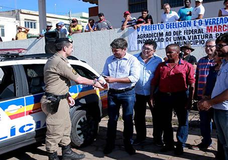 Policiais de Brasília de Minas recebem viatura nova para reforçar patrulhamento