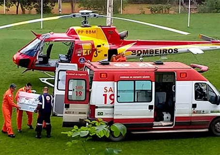 Helicóptero dos Bombeiros volta a Brasília de Minas para transferência de mais um RN