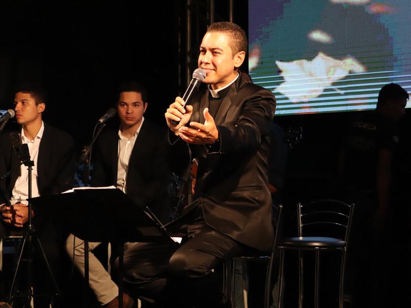 NOITE MUSICAL PADRE FERNANDO (49).JPG