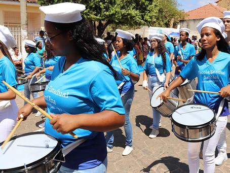 Cerca de 3 mil pessoas prestigiam desfile de 7 de setembro em Brasília de Minas