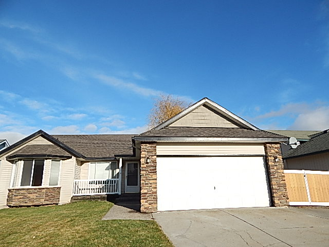 585 E Bunker Ext. Front