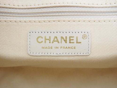 f4859a2c71892e Name: CHANEL Shoulder bag. Made In: France Code: 10482024. Color: Multicolor  Material: Canvas Features: Arc de Triomphe design. 1 inside zippered pocket.