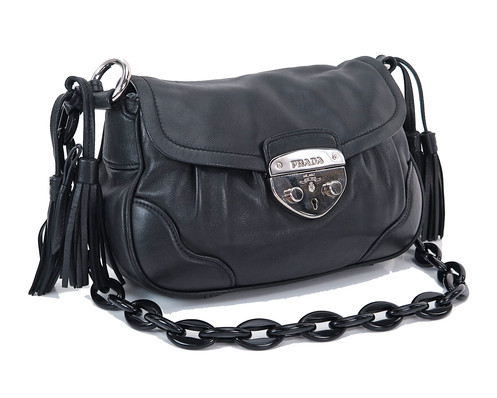 278ea3191084 Name: PRADA Shoulder Bag Made In: Italy Code: 4 113. Color: Black Material:  Calfskin leather (Vit. Daino) Features: Chain handle. One inside zippered  pocket ...
