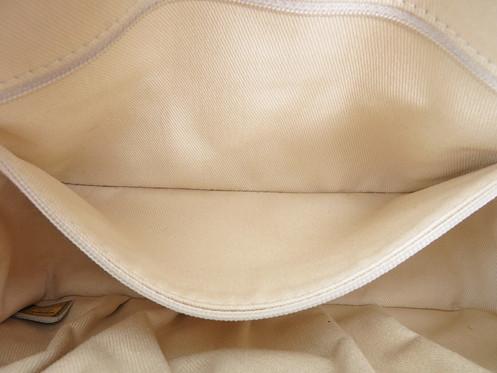 390390258e557f Name: CHANEL Shoulder bag. Made In: France Code: 10482024. Color: Multicolor  Material: Canvas Features: Arc de Triomphe design. 1 inside zippered pocket.