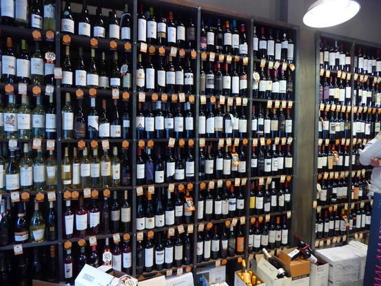 Wine Store in Chacras de Coria