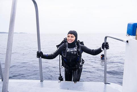 Aqua Lung Lifestyle - female boat diver.