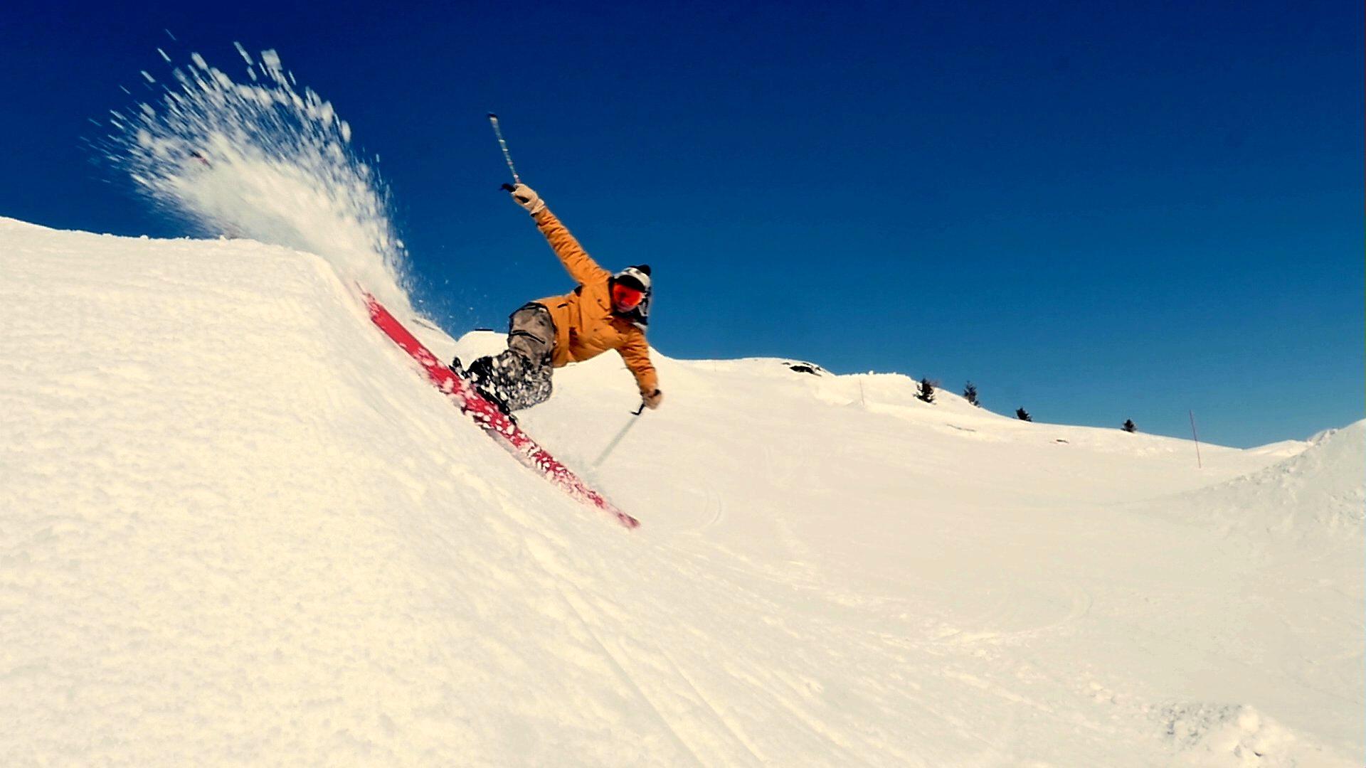 skieur sur snowpark