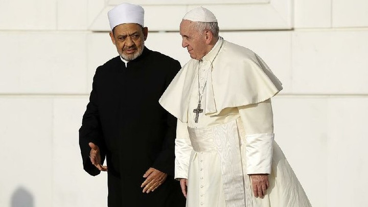 POPE EMBRACES ANTI-SEMITIC IMAM WHO WANTS CHRISTIAN CONVERTS KILLED