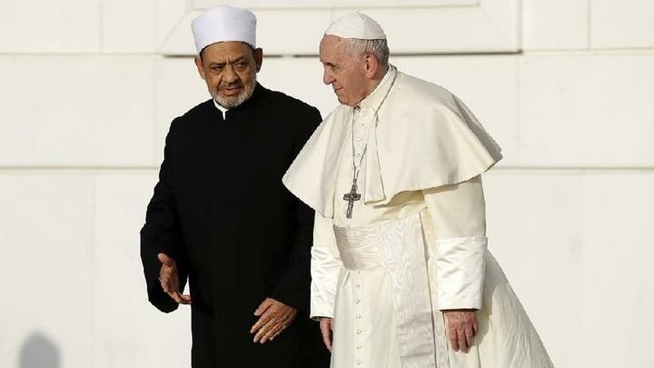 POPE EMBRACES ANTI-SEMITIC IMAM WHO WANTS CHRISTIAN CONVERTS KILLED