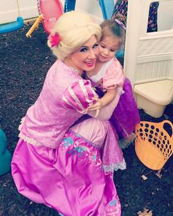 Smiling our way through #Saturday ☀️ 👸🏼 #princessparty #thepartyfairy #rapunzel