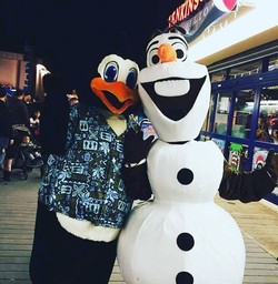 Warm hugs for everyone! This huggable snowman is available for all your holiday and winter events! ⛄