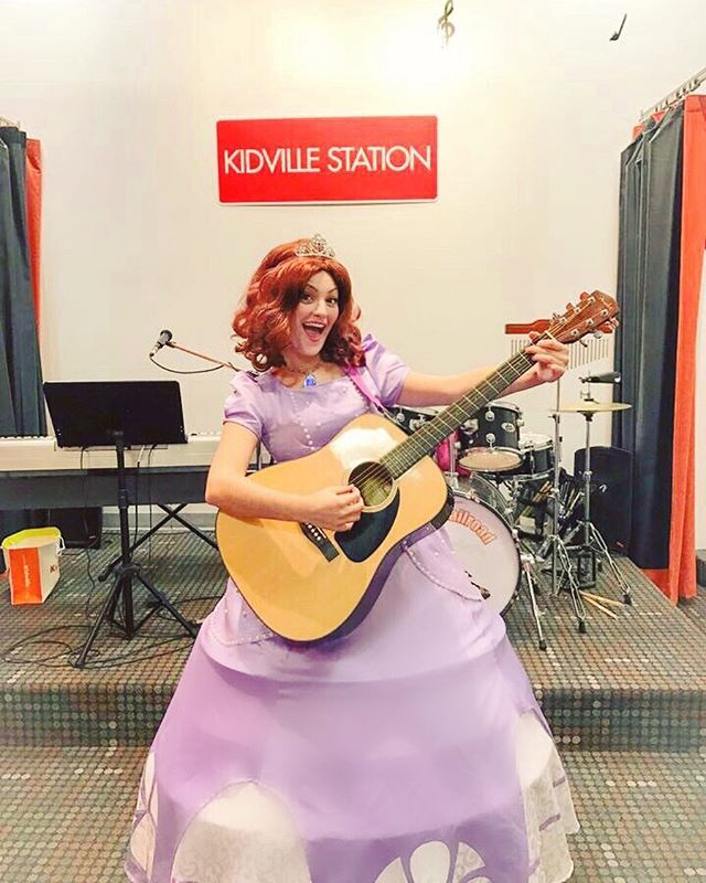 #sofiathefirst spending #Halloween ROCKIN OUT 🎶🎸🎃 #halloweencostume #thepartyfairynj #music #nj #
