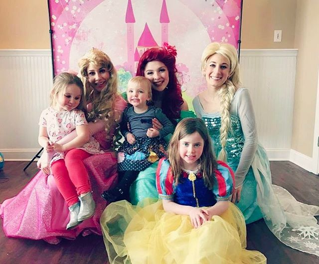 💓 FRI-NALLY 💓#Friday smiles! 😁👑 #princessparty #tgif #fridayfunday