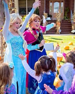 🎶 Let it Go! 🎶 The Princesses had a wonderful time at The Purple Pumpkin Fair