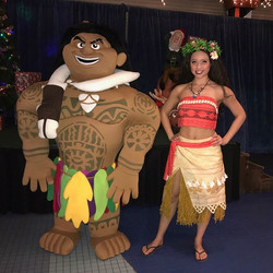 Moana and Maui totally rocked Sea of Lights yesterday at _jenksboardwalk! It may have been winter ou