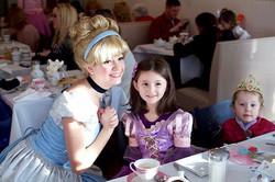 👑 Head on over to _jenksboardwalk tonight to meet Cinderella from 5-7pm! #cinderella #jerseyshore #
