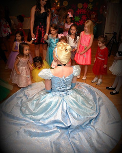 Try to find some #MondayMagic today ✨ #Holiday gift idea for your little one- A PRINCESS PARTY 🎁🎀