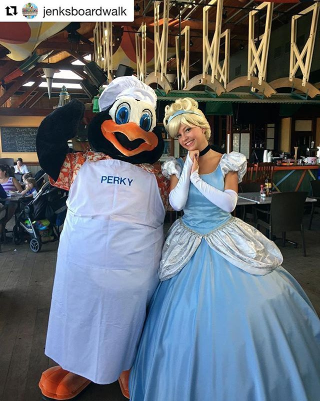 #Repost _jenksboardwalk_・・・_Perky is smitten with his dinner guest tonight! Dine with Perky at Ocean