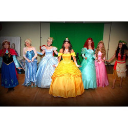 The _thepartyfairyllc princesses love to preform!! 👑👑 The best way to spread #magic is with #music