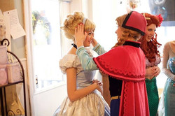 Sometimes you just gotta help a sister out #teamworktuesday! 💁🏼👌🏻#princessesthatsticktogether #p