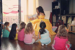 📚💛 Happy #whimsicalwednesday! Are you sad you missed out on story-time with #Belle_ All our little