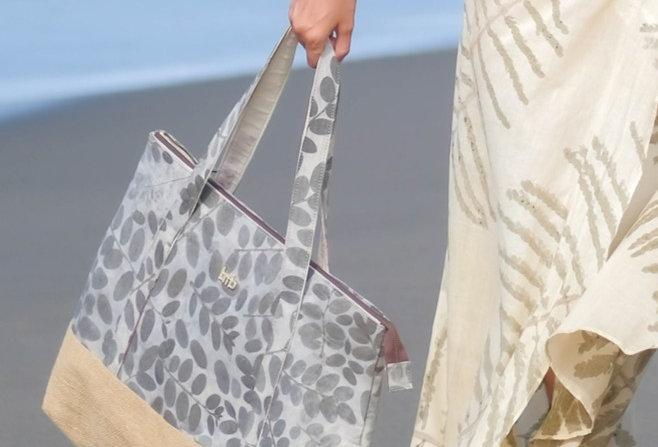 Victoria Eco Print Beach  Bag in Silver Drops