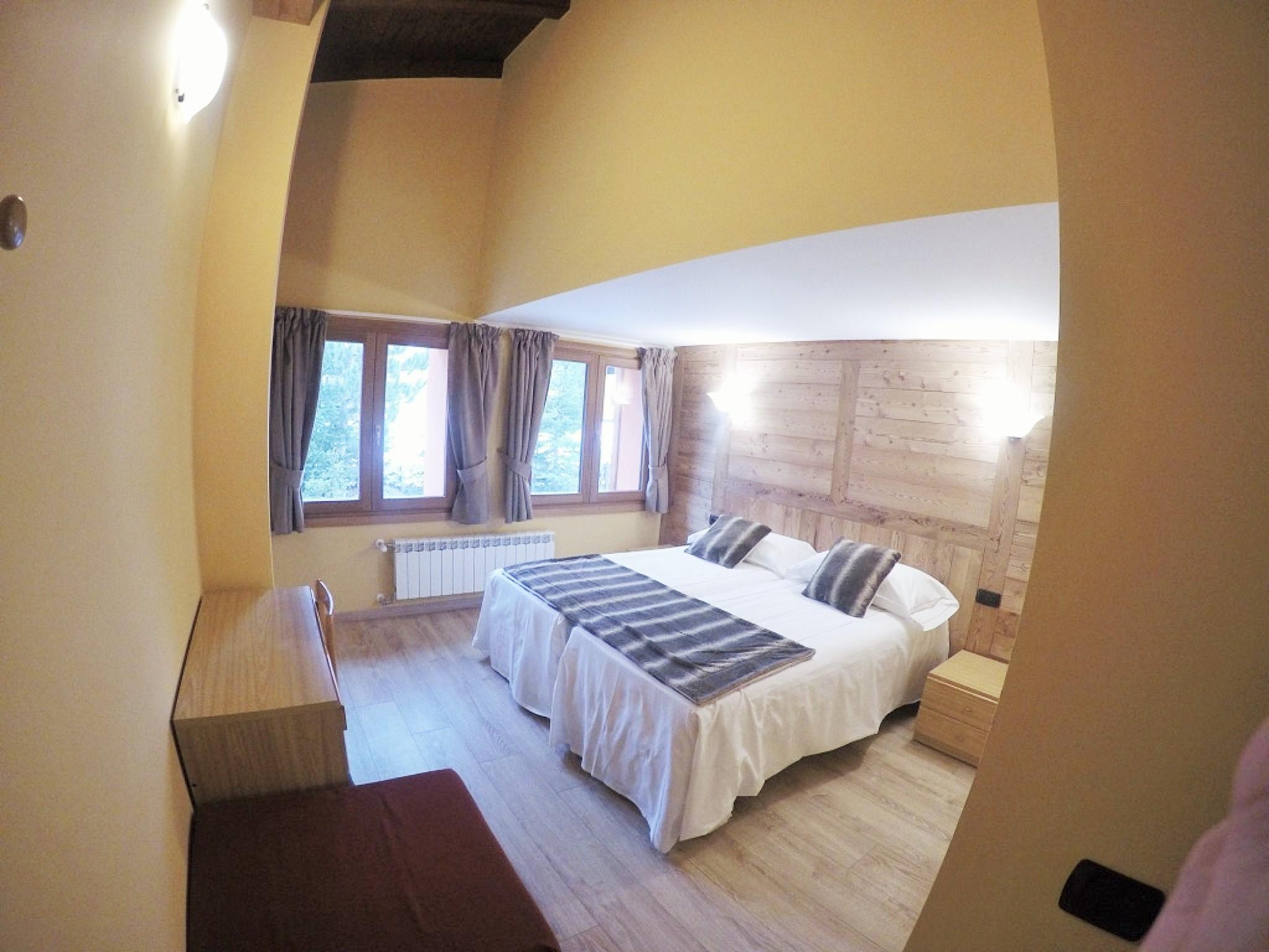 2 bed bedroom