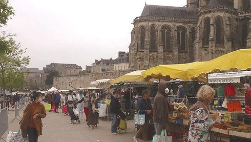 Nous sommes présent sur les marchés de la région, comme ici au marché du Mans Les Jacobins