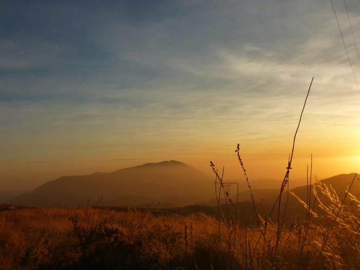 Pampa Galeras - Auf Bitumen in die Berge