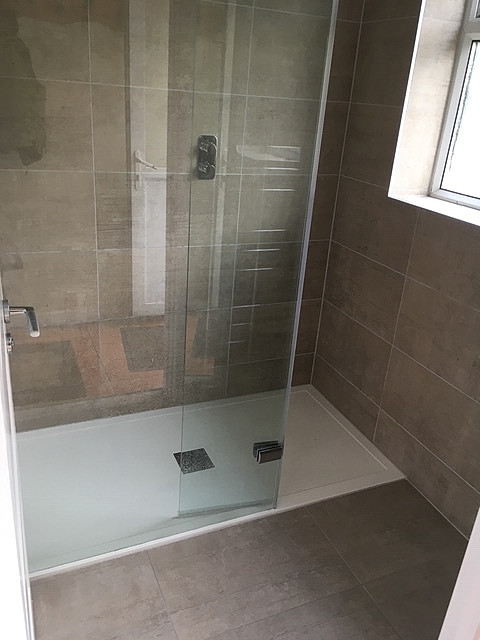 Walk in shower with 25mm shower Tray