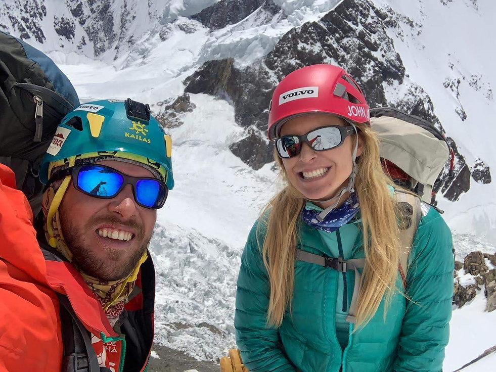 Karina Oliani e Maximo Kausch no cume do K2, julho de 2019