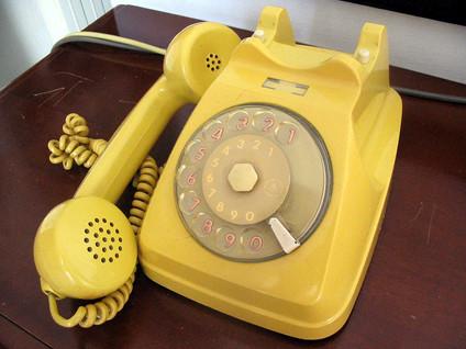 old-70s-phone-5-1427139.jpg