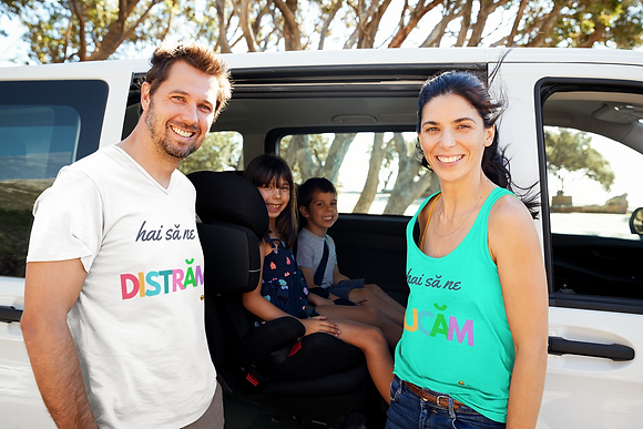 """""""Hai sa ne DISTRAM"""" Unisex T-Shirt"""