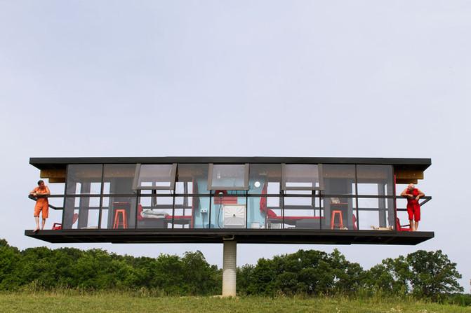 Дом на столбе. Сумасшедший проект нью-йоркских художников.