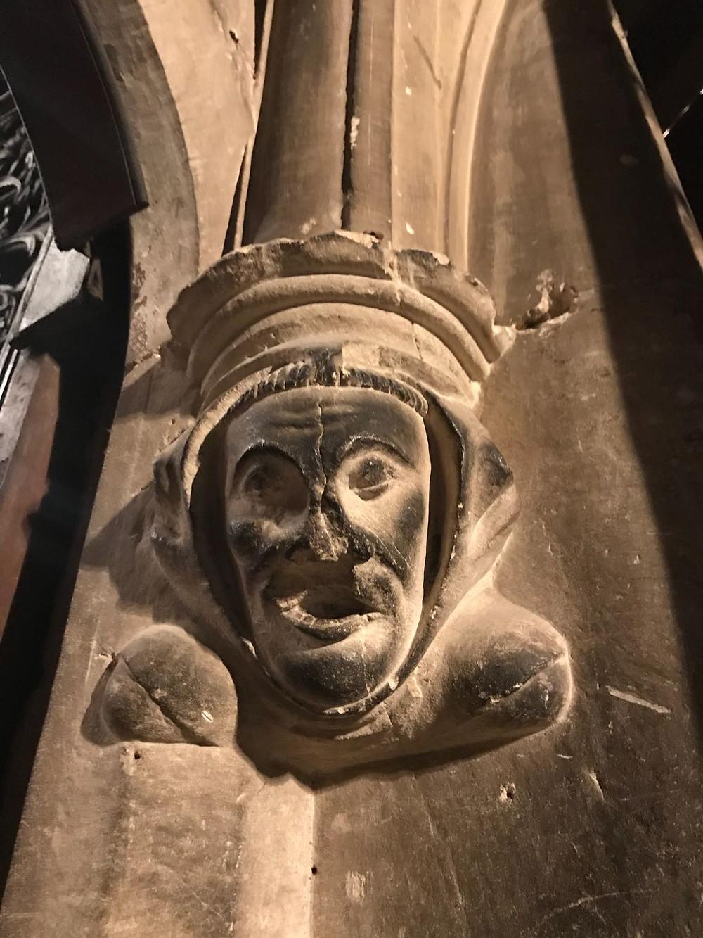 Un ejemplo de la llamada escultura marginal típica del Gótico