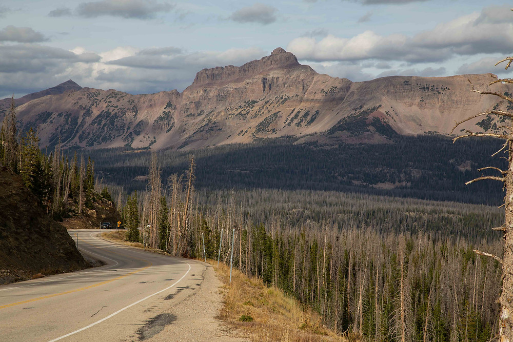 Spectacular views of Mount Hayden from Bald Mountain Pass
